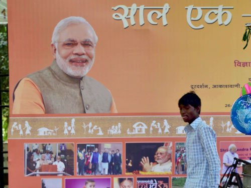 Modi presents 1 yr report card; says 'bure din' for scamsters