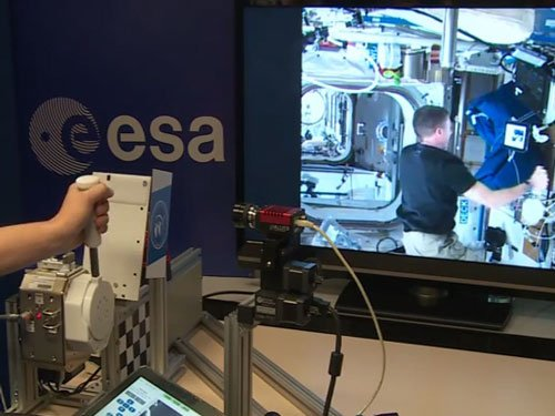 ISS astronaut 'shakes' hand with scientist on Earth