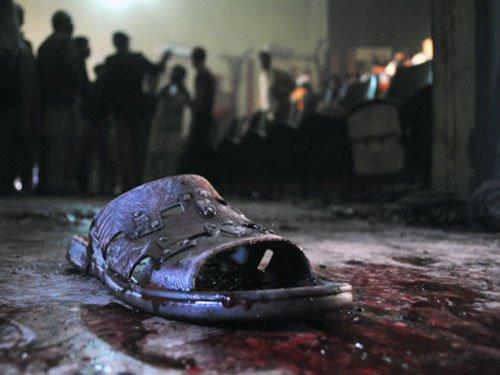 6 cops killed in suicide blast, shooting at Pak police teams