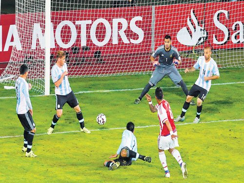 Gritty Paraguay hold Argentina