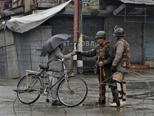 Kashmir killings trigger panic among ex-militants