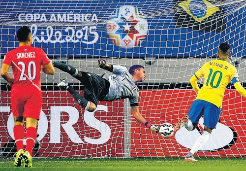 Neymar stars in Brazil victory