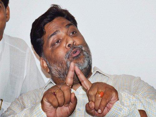 Pappu Yadav manhandles air-hostess, threatens to beat her with 'chappal'