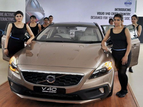 Volvo rolls out luxury hatchback V40 priced upto Rs 27.7 lakh