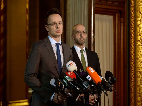 Hungary to build 175-km fence to keep out migrants