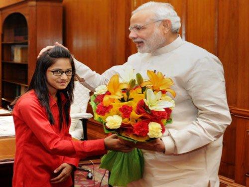 Modi meets Mumbai girl who won Gita contest
