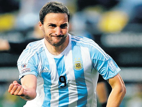 Higuain's early strike gives Argentina laboured win