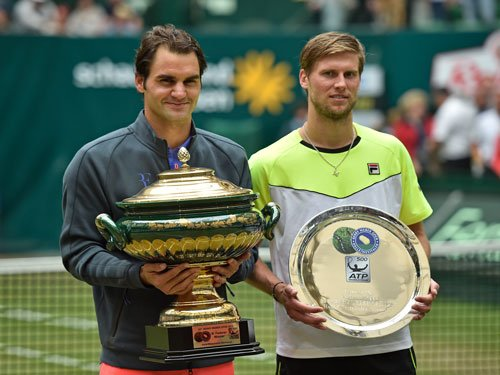 Federer reigns supreme at Halle