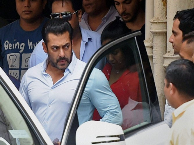 Salman Khan slapped with Rs 250 crore defamation case!