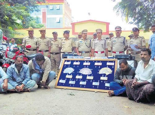Fake notes worth Rs 10 lakh seized in Harihar; 7 held