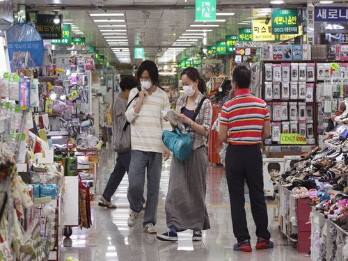 Samsung heir apologises in public for MERS spread