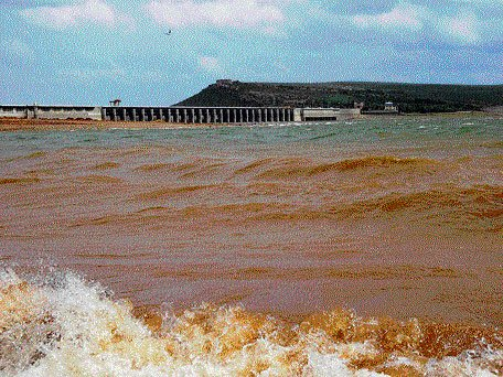 Rains continue to lash State, water levels go up in dams