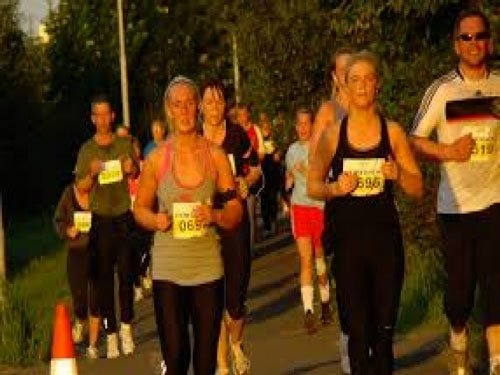 Icelanders run under midnight sun!