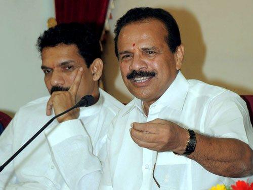 Union Minister Gowda trains guns against Lalit Modi