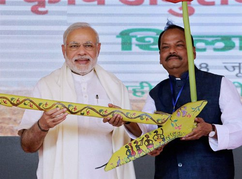 PM skips Lalit Modi row, invites oppn attack