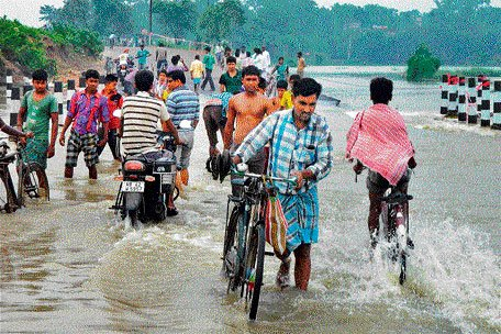 Heavy rain lashes UP; six dead