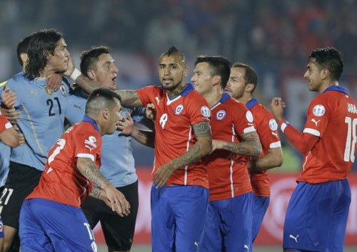 Gonzalo Jara gets three-game ban for poking Cavani's bump