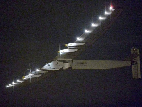 Solar Impulse past 'point of no return' from Japan to Hawaii