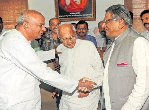 Gowda, SMK oppose State plea in SC on Palike polls