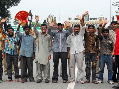 Pak releases 163 Indian fishermen