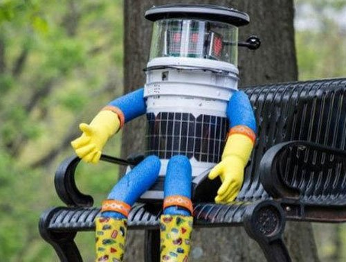 Hitchhiking robot brutally decapitated in the US