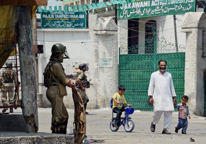 J&K police arrest doctor over militant links