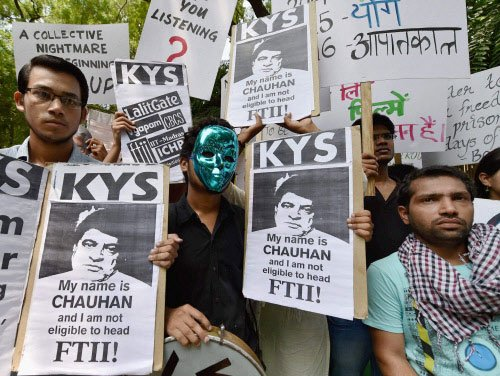 Political parties extend support to FTII protest