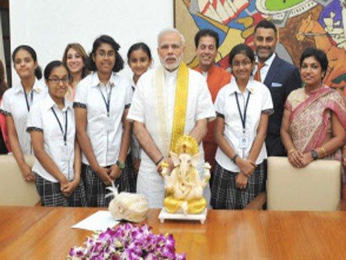 Modi lauds Bengaluru girls for app to implement 'Swachh Bharat'