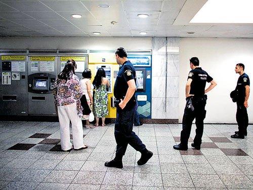 Debt-hit Greece swamped by burglaries, robberies