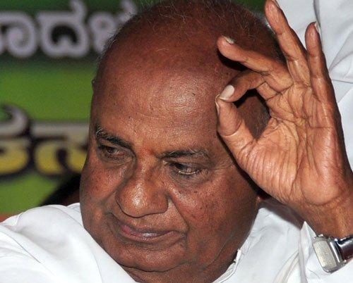 Politicos indulge in slugfest as poll test nears