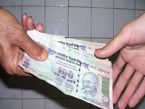 Cop caught taking bribe, suspended