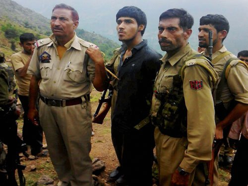Daring act of hostages bring Pak terrorist down, caught alive