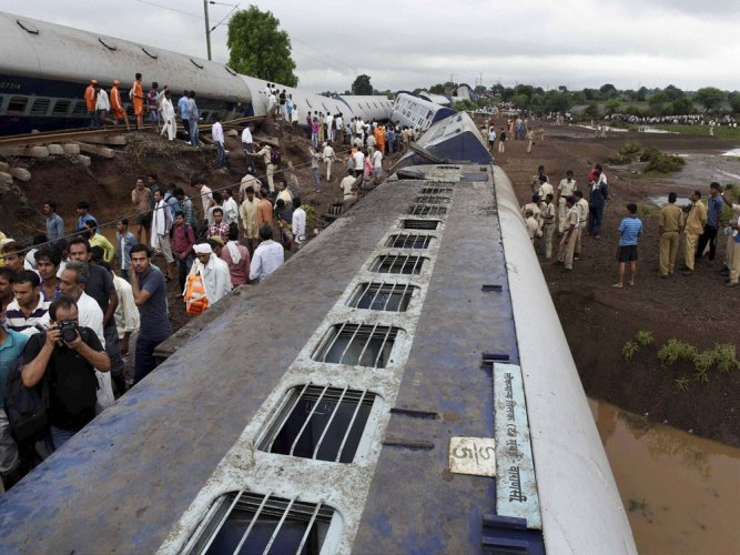 MP: Death toll in twin train mishap climbs to 28