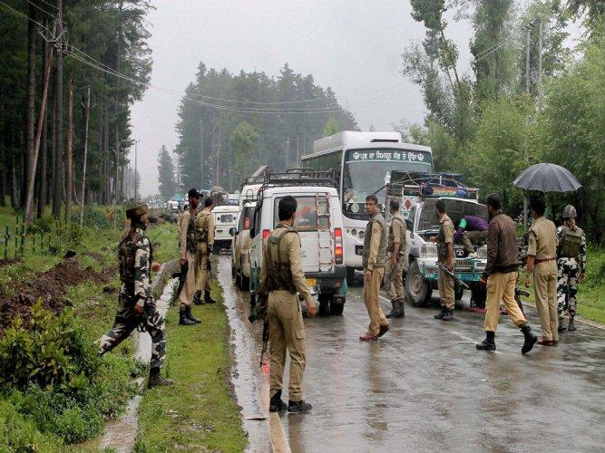 J-K highway blocked due to landslide, Amarnath yatra suspended