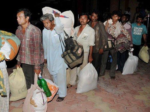 India frees nine Pakistani fishermen