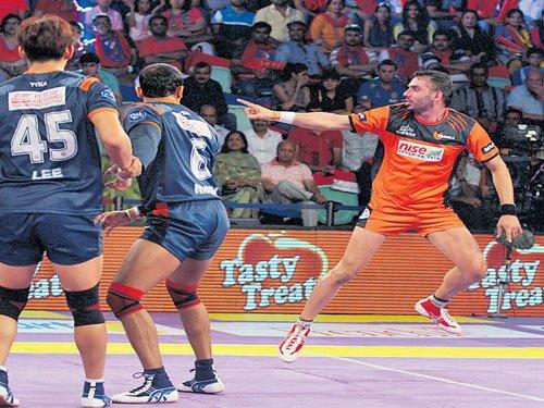 Mumbai trounce Warriors to regain top spot