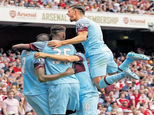 West Ham stun Arsenal