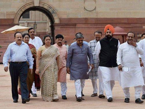 Delhi BJP delegation meets Prez