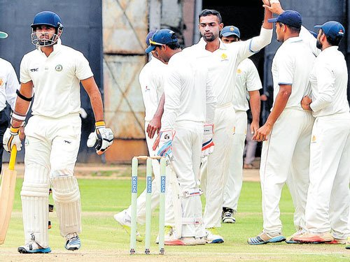 DY Patil move into title round