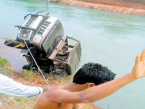 Three die as SUVfalls into canal