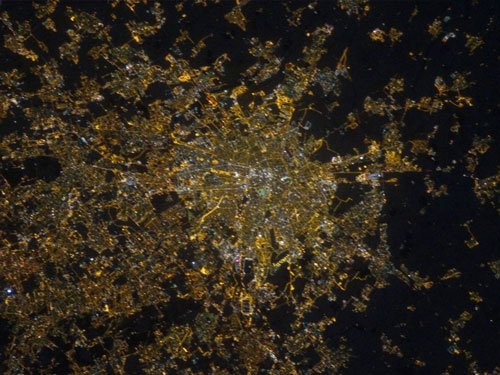 Photos from ISS help measure light pollution on Earth