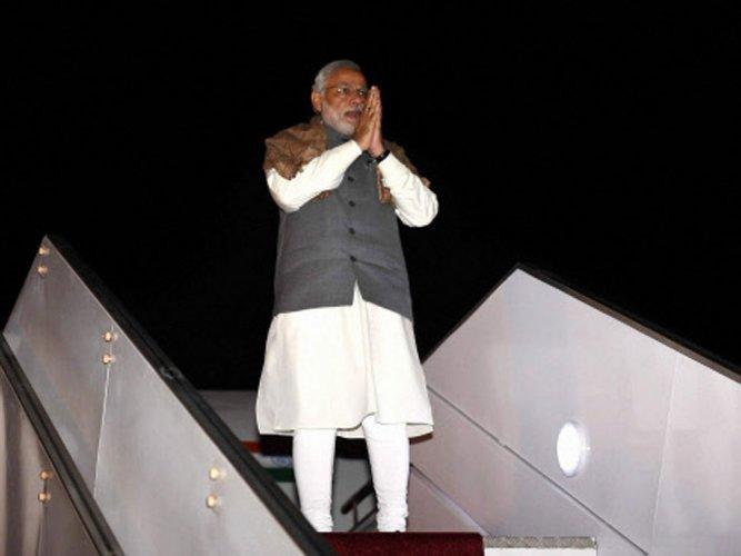 Thousands of Indian expats register for Modi's Dubai reception