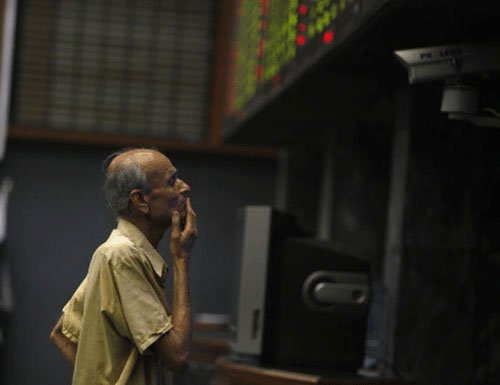 Topsy-turvy Sensex ends on a flat note; snaps 4-day fall