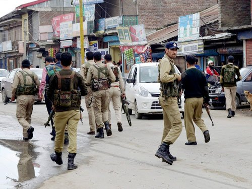 Cong accuses J-K govt of undermining security of its leaders