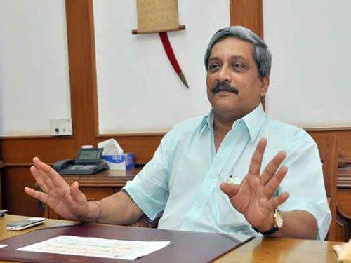 India giving befitting reply to Pak on ceasefire violations: Parrikar