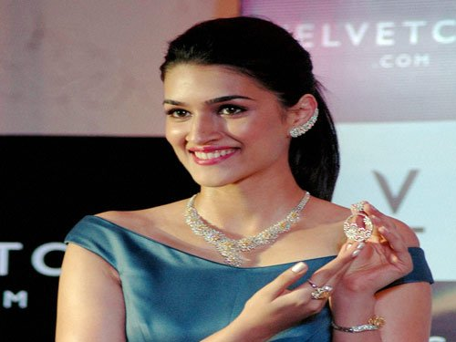 I have not been approached for 'Sultan': Kriti Sanon