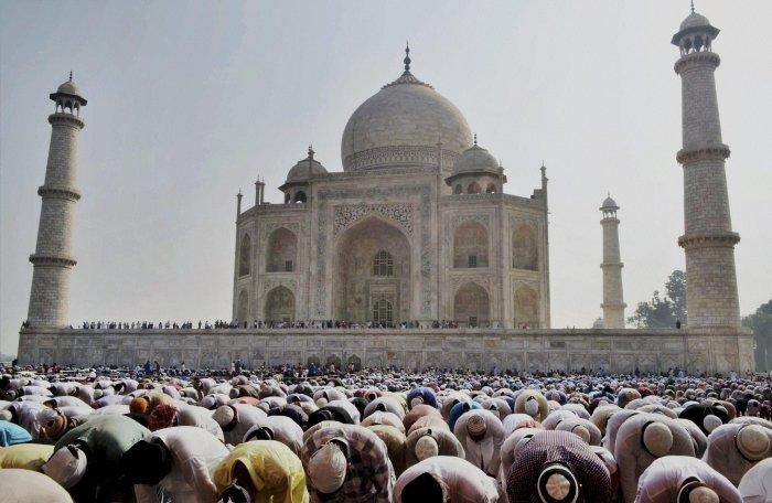 Taj Mahal chandelier crashes, ASI orders probe