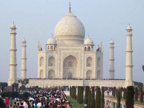 60-kg Taj Mahal chandelier crashes, ASI orders investigation