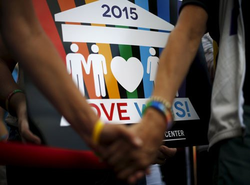 Same-sex couples face obstacles in infertility treatment