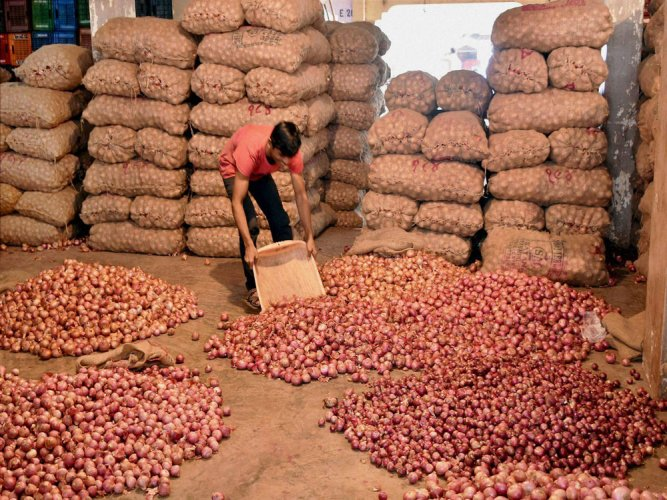 Centre okays import of 1k tonnes of onions